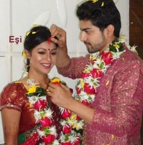 Gurmeet-Chaudhary-ve-esi-Debina-Bonnerjee