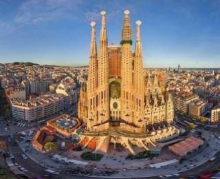 Barselona'daki Muhteşem Mimari Yapı La Sagrada Familia Hakkında