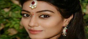 Charu Mehra Kimdir