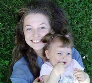 Aleksandra Nikiforova ve çocuğu anna